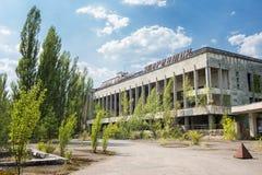 Aufschrift ?Palast der Kultur Energetik ? Verlassenes Geb?ude in Pripyat stockbild