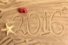 Aufschrift 2016 auf dem Sand Lizenzfreie Stockfotos