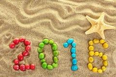 Aufschrift 2016 auf dem Sand Stockfotografie