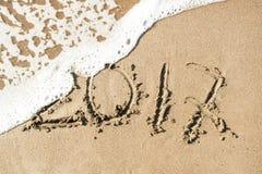Aufschrift 2017 auf dem Sand Lizenzfreie Stockbilder