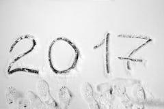 Aufschrift 2017 auf dem Schnee Stockfotografie