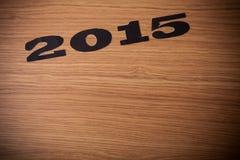 Aufschrift 2015 auf Mehl auf einem Holztisch Stockbild