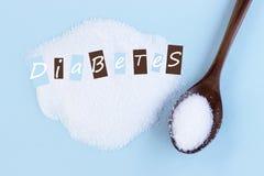 Aufschrift auf Zuckerdiabetes, Nahaufnahme, blauer Hintergrund, medica lizenzfreie stockfotos