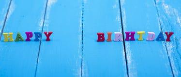 Aufschrift gemacht von alles Gute zum Geburtstag der hölzernen Buchstaben lizenzfreies stockbild