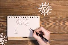 Aufschrift mit 2018 Zielen in einem Notizbuch stockfoto