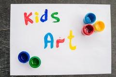 Aufschrift scherzt Kunst auf Weißbuch, farbige Tinten Scherzt Kunstkonzept Lizenzfreies Stockfoto