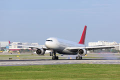 Aufsetzende Passagierflugzeuge Stockbild