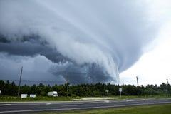 Aufsetzender Tornado Stockfoto