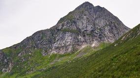 Aufsteigende Berge stockbilder
