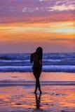 Aufstellung der jungen Frau des Schattenbildes Lizenzfreies Stockfoto