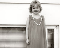 Aufstellung des kleinen Mädchens stockfoto