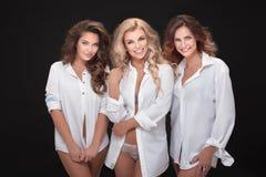 Aufstellung mit drei erwachsene Damen stockfotos