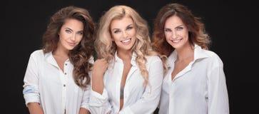 Aufstellung mit drei erwachsene Damen stockbild