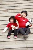 Aufstellung mit zwei asiatische kleinen Mädchen Stockbilder