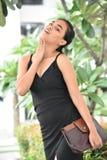 Aufstellung von Filipina Person With Purse stockfoto