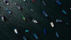 Aufstieg über den vielen verankerten Booten vor der Küste Las Teresitas, Teneriffa, Canaries, Spanien stock video footage