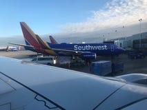 Aufstiegs-und Glanz-mittlerer internationaler Flughafen lizenzfreies stockbild