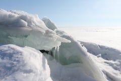 Auftauen des Eises auf dem Fluss Lizenzfreies Stockfoto