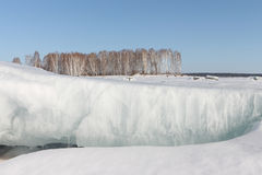 Auftauen des Eises auf dem Fluss Lizenzfreies Stockbild