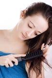 Auftragen ihres Haares stockbilder