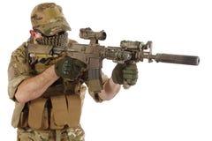 Auftragnehmer Private Military Company mit Sturmgewehr lizenzfreies stockbild