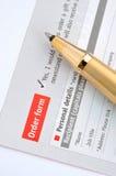 Auftragsformular und Feder Lizenzfreie Stockbilder