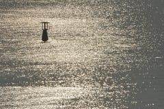 Auftrieb im Meer stockfotografie