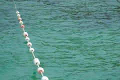 Auftrieb im Meer Lizenzfreies Stockfoto
