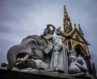 Aufwändige gotische Überdachung mit Skulptur Stockfotos