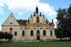 Aufwändige Kirche und Kapelle am ¡ Schloss Mnichovo HradiÅ tÄ› in der Tschechischen Republik Stockfoto