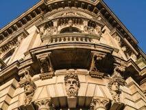 Aufwändige klassisch-ähnliche Architektur stockfotografie