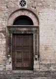 Aufwändige Tür - Narni, Italien Stockbilder