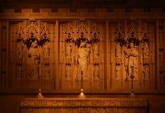 Aufwändiger Altar mit gemeißelt Hintergrund Stockfotos