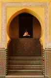 Aufwändiger Torbogen im Mausoleum von Moulay Ismail in Meknes, Marokko Stockfoto