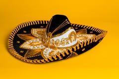 Aufwändiges Gold, mexikanischer Schwarzweiss-Sombrero Stockbilder