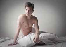 Aufwachen von einem profunden Schlaf Stockfoto