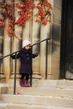 Aufwartung des kleinen Mädchens Stockfoto