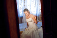 Aufwartung eines Bräutigams Stockfotografie