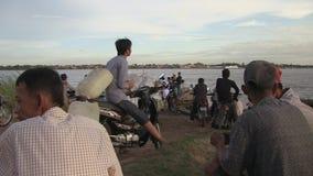 Aufwartung, Fähre, der Mekong, Kambodscha, Südostasien stock footage