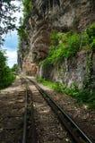 Aufwecken der Spur an der Todeseisenbahn, Krasae-Höhlen-Station, Kanchanaburi, Thailand stockfotografie
