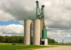 Aufzüge benutzt für Lagerung in der Landschaft Stockfotografie