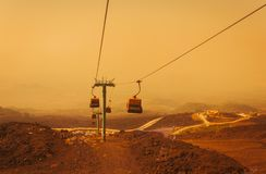Aufzüge heben Touristen zum Ätna bei Sonnenaufgang, Sizilien an lizenzfreie stockfotos