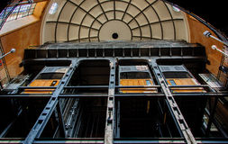 Aufzüge und Copular alter Elbe-Tunnel stockfoto