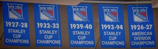 Aufzeichnung des Gewinnens--New York Rangers Stanley Cup Banners Stockbilder