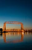 Aufzug-Brücken-Dämmerung-Reflexion Duluth-Minnesota Lizenzfreies Stockfoto