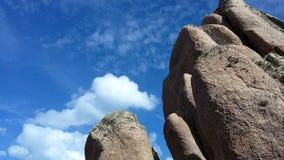 Aufzug des Felsen-blauen Himmels Ihre Augen Stockfoto