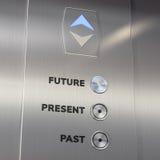 Aufzugszeitmaschine, die zur Zukunft geht Lizenzfreies Stockfoto