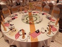 31Aug 2016年,吉隆坡 设宴与马来西亚旗子装饰的晚餐在桌上 免版税图库摄影
