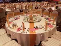 31Aug 2016年,吉隆坡 设宴与马来西亚旗子装饰的晚餐在桌上 库存照片