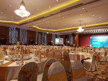 31Aug 2016年,吉隆坡 设宴与马来西亚旗子装饰的晚餐在桌上 免版税库存图片